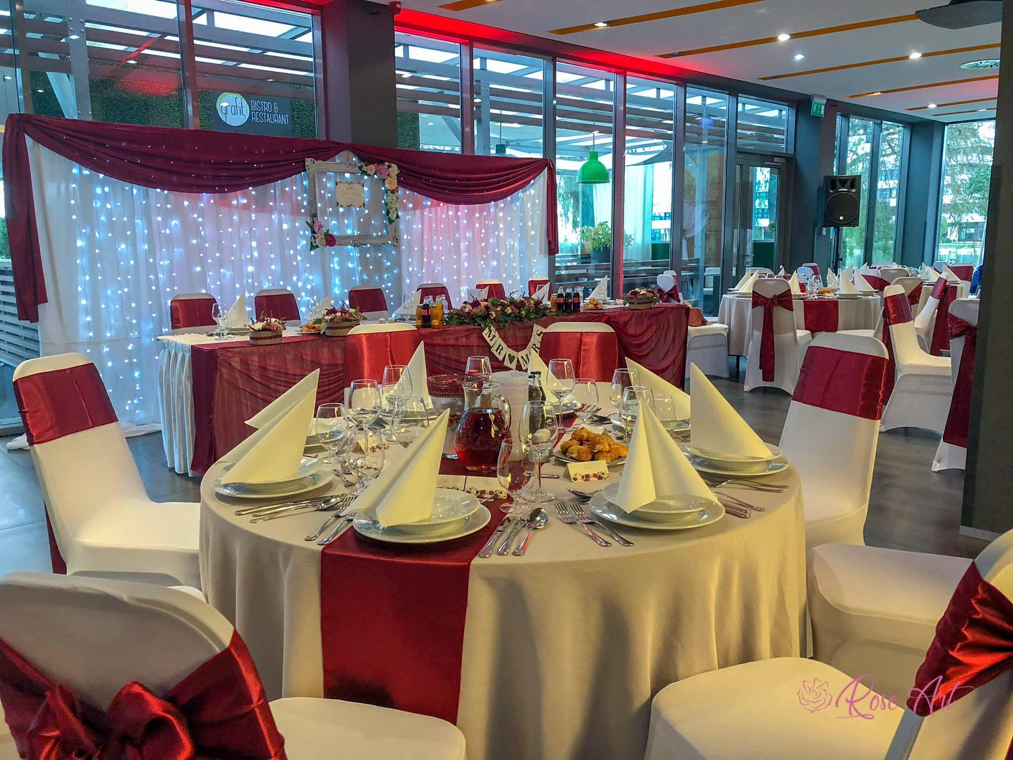 RoseArt Esküvő Klasszikus Bordó Körasztal Székszoknya Masni Háttérdekoráció Szalvétadísz