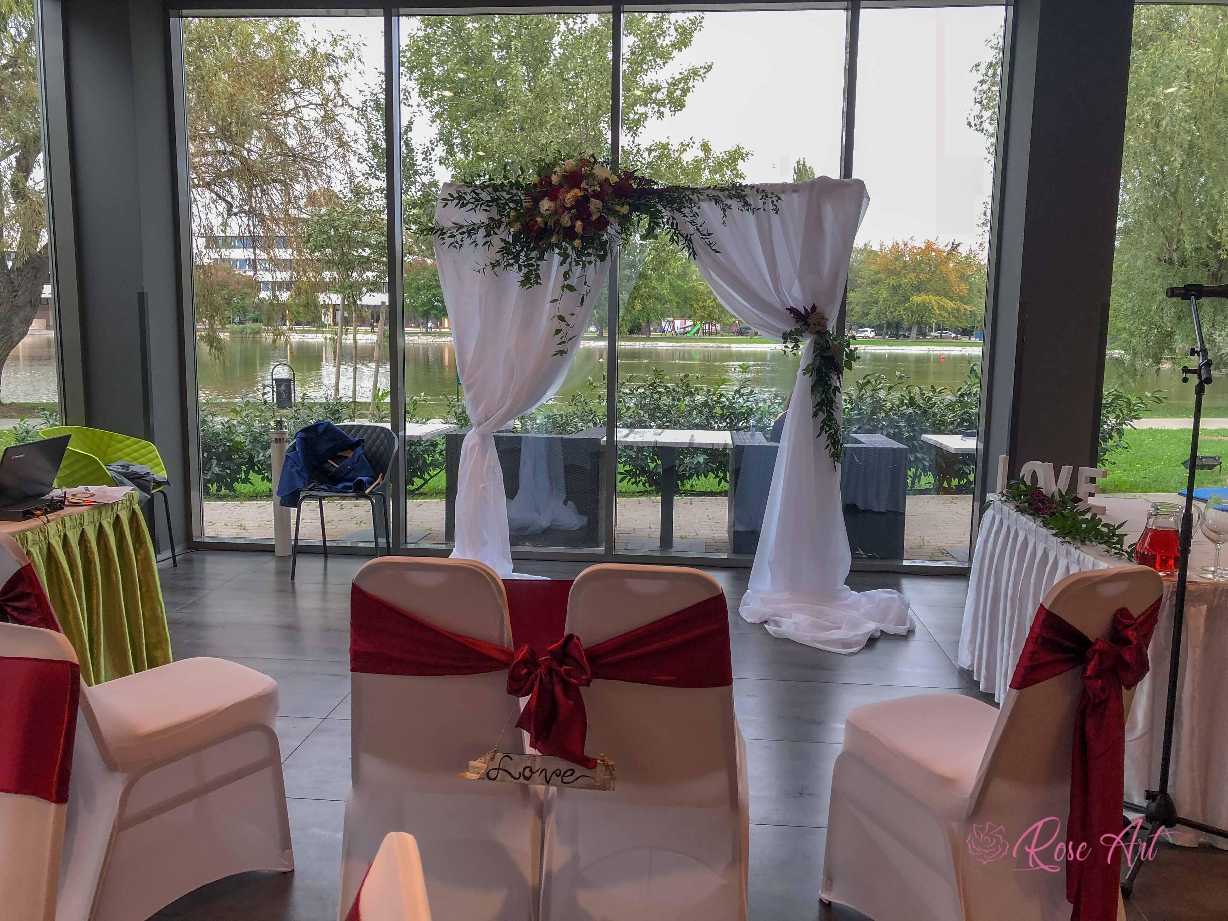 RoseArt Esküvő Klasszikus Bordó Körasztal Székszoknya Masni Szalvétadísz Boldogságkapu