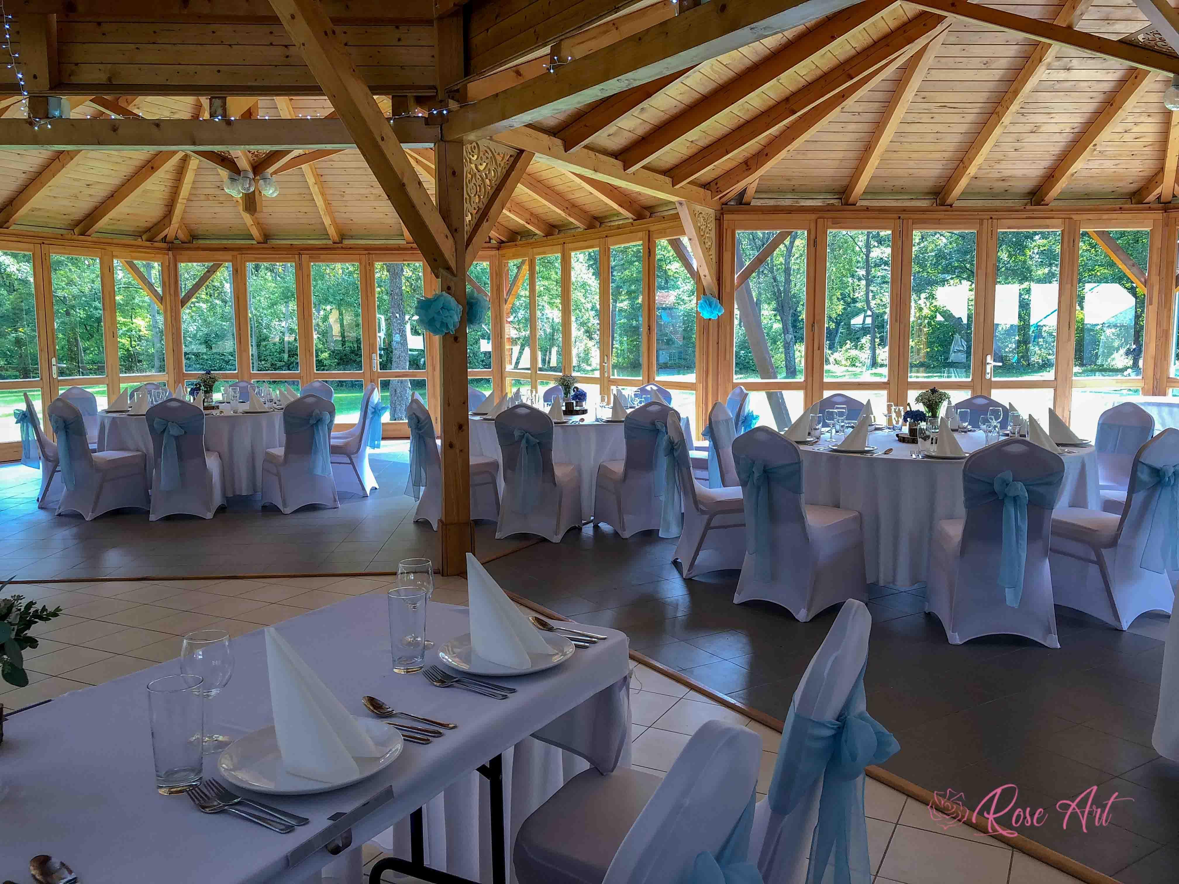 RoseArt Esküvő Pasztell Kék Faház Kert